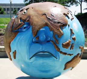Sự ấm lên toàn cầu những năm gần đây mà nguyên nhân cơ bản là do tác động của con người kéo theo những thảm họa thiên tai với những thiệt hại ngày càng lớn