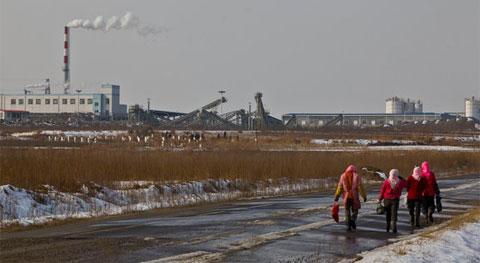 Một nhà máy điện hạt nhân gần Bắc Kinh. Trung Quốc đã cho kiểm tra toàn bộ các cơ sở hạt nhân sau sự cố Kukushima ở Nhật. (Ảnh: NYT)