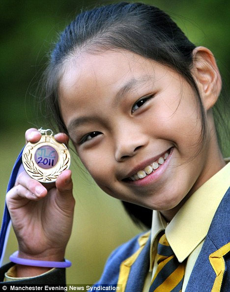 Cô bé 10 tuổi có thể giao tiếp thành thạo 10 ngoại ngữ