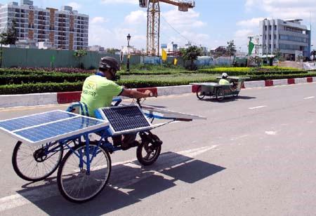 Khai mạc cuộc thi xe chạy bằng năng lượng Mặt Trời