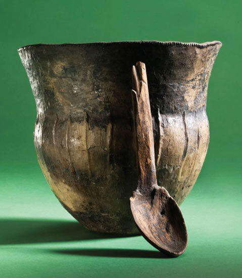 Những chiếc bình gốm có niên đại khoảng 4000 năm trước Công nguyên đã được tìm thấy quanh khu vực biển Baltic. (Ảnh: Daily Mail)