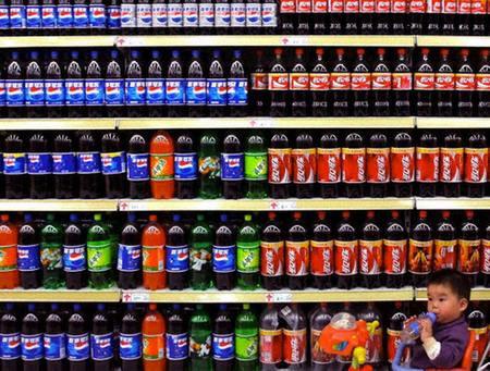 Bạo lực gia tăng khi giới trẻ uống nhiều thức uống chứa soda