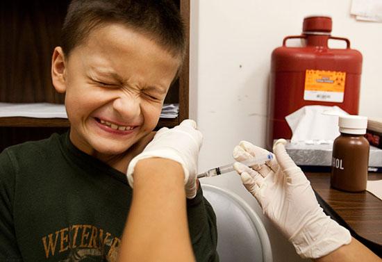 Tiêm vắc xin ngừa bệnh lây qua đường tình dục cho trẻ em