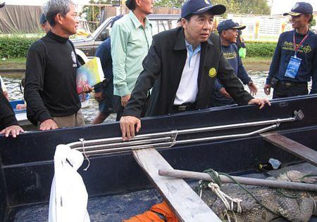 Một con trăn dường như cũng bị xổng chuồng và bị bắt tại quận Don Muang, phía bắc Bangkok.