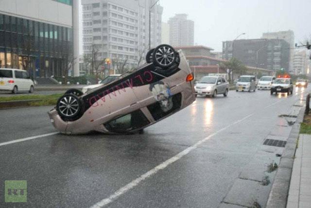 Bão lớn ập vào Nhật Bản, hơn 100.000 người phải sơ tán