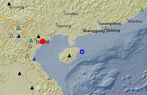 Bản đồ chấn tâm động đất (màu đỏ).