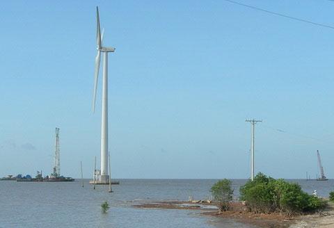 10 tua bin điện gió đầu tiên trên biển miền Tây