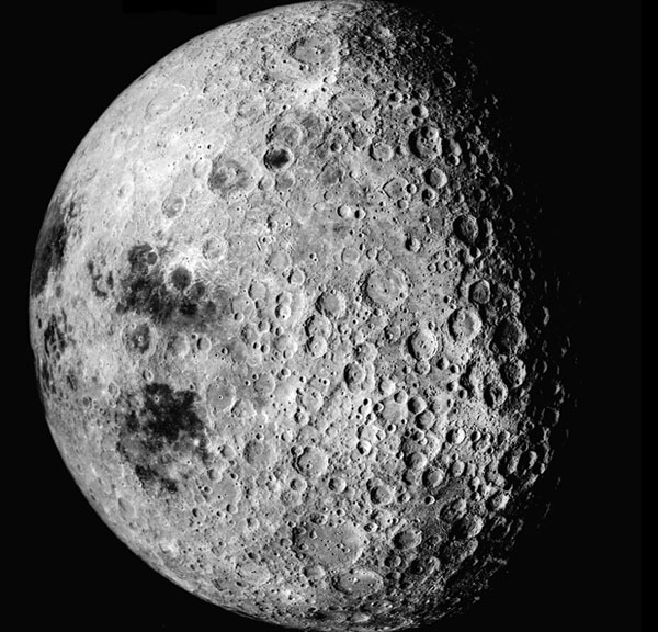 NASA sẽ sử dụng tàu của Nga để đưa người lên Mặt trăng.