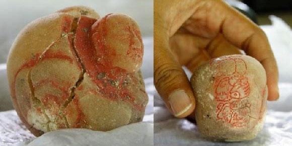 Vật dụng được tìm thấy trong mộ nữ hoàng Maya