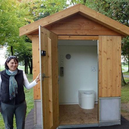 """Hệ thống toilet """"giun đất"""" không mùi"""