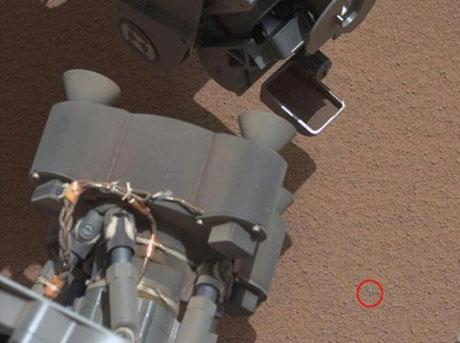 Robot phát hiện vật thể lấp lánh trên sao Hỏa