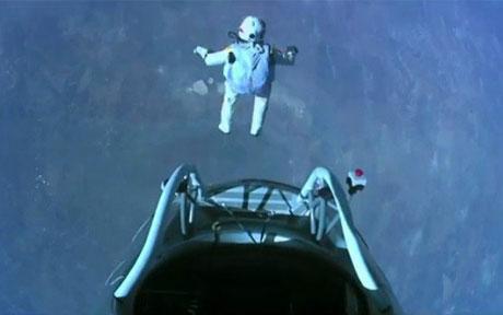 Xem Felix Baumgartner nhảy từ độ cao 39km