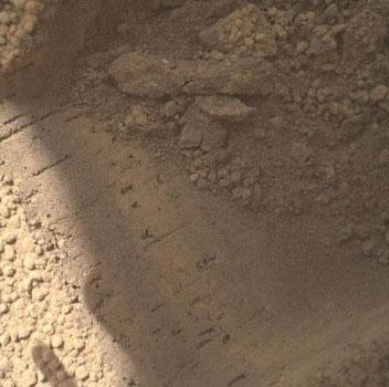 Tàu Curiosity sắp lấy mẫu đá đầu tiên trên sao Hỏa