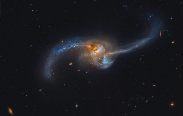 Cận cảnh cuộc xung đột của thiên hà