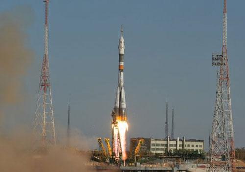 Video: Tàu Nga đưa 3 nhà du hành lên trạm vũ trụ