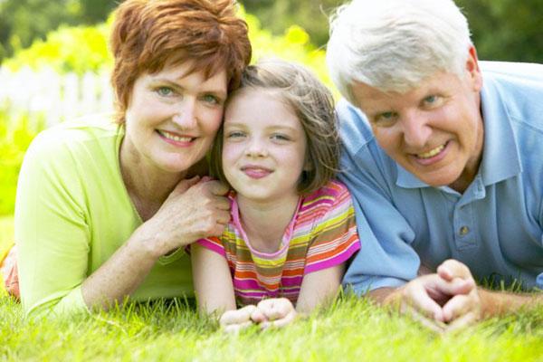 Nghiên cứu mới đã công nhận vai trò quan trọng của người bà trong gia đình từ xưa đến nay