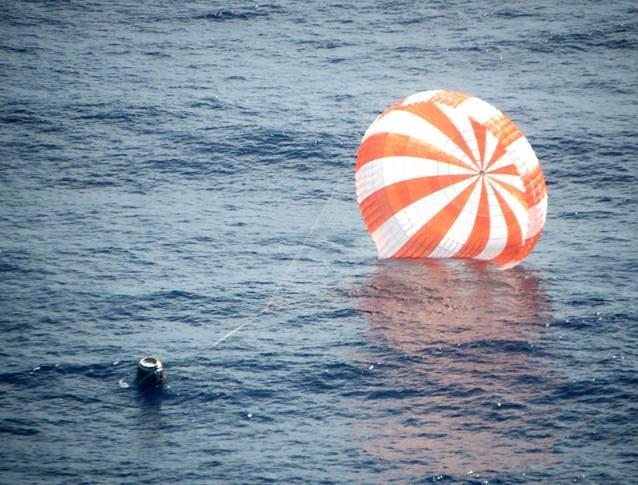 SpaceX trở về mang theo chuyến hàng khác thường.