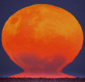 Khoảnh khắc hiếm: Mặt Trăng dễ ngộ nhận như Mặt Trời
