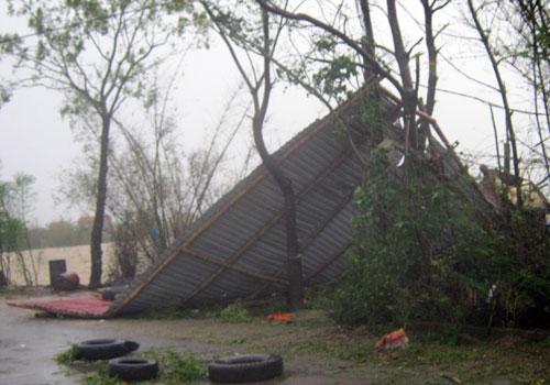 Miền Trung tan hoang sau bão