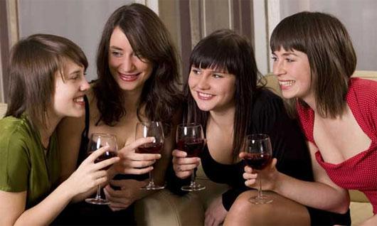 Lý do con người uống nhiều rượu