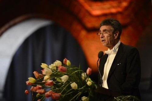 Người đoạt giải Nobel xài tiền thưởng như thế nào