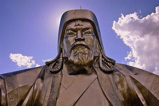 Bức tượng chân dung Thành Cát Tư Hãn uy nghi, bệ vệ