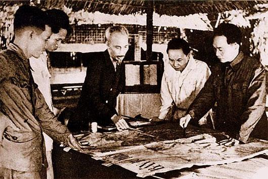 Tướng Giáp cùng các lãnh đạo thống nhất kế hoạch tiến đánh Điện Biên Phủ năm 1954
