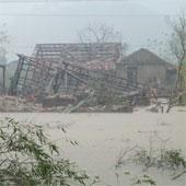 Lốc tàn phá Quảng Bình, 2 người chết, 21 người bị thương