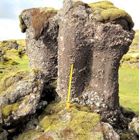 """Lời giải về bí ẩn của trụ đá """"xù xì"""" kỳ lạ ở Iceland"""