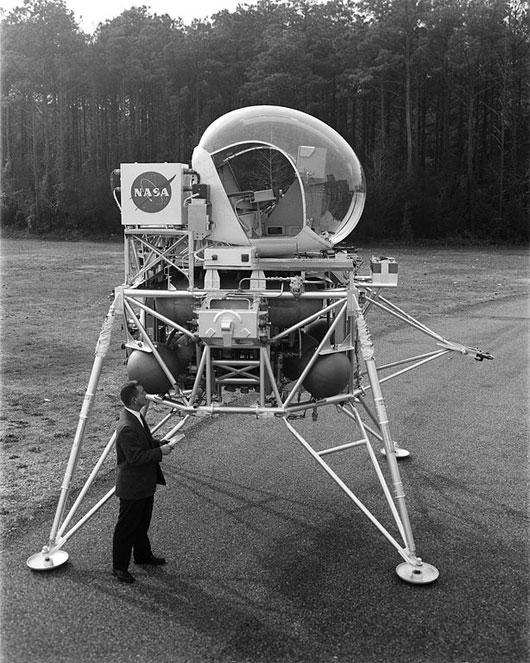 Phương tiện di chuyển trên mặt trăng LLRV
