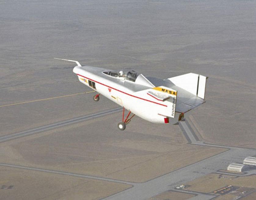 Chiếc máy bay M2-F1