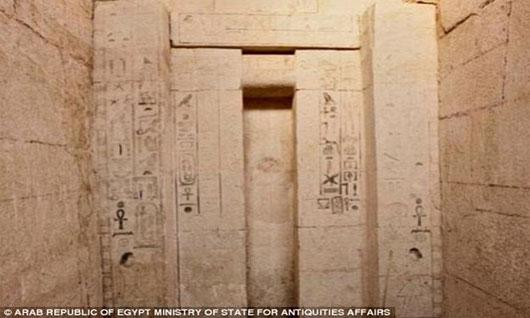Khai quật phần mộ thầy tế quyền lực Ai Cập cổ