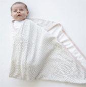 Quấn tã cho trẻ sơ sinh gây ảnh hưởng khớp xương