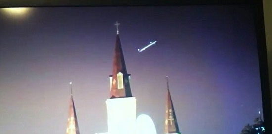 Hình ảnh UFO xuất hiện phía trên nhà thờ Thánh Louis ở New Orleans, Mỹ