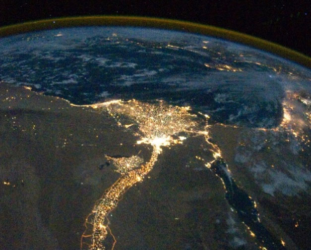 Tìm kiếm ánh đèn đô thị của nền văn minh khác