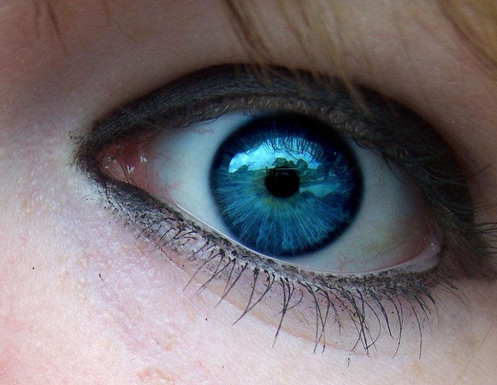 Biến mắt nâu thành mắt xanh trong 20 giây