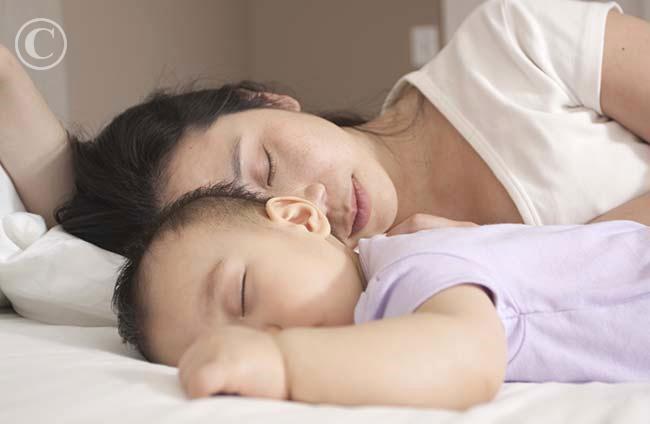 Trẻ chỉ nên ngủ chung với mẹ