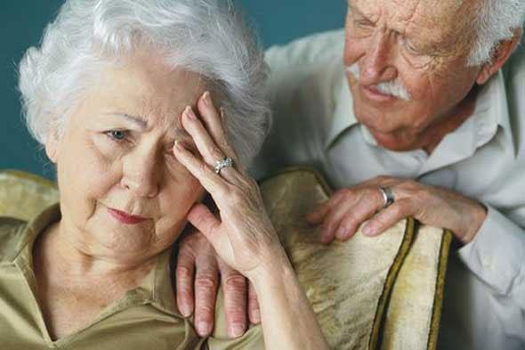 Trà xanh và ánh sáng laser đỏ chữa Alzheimer
