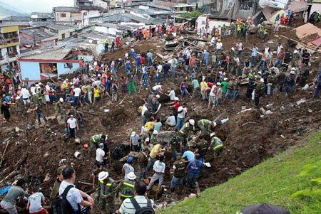 Lở đất kinh hoàng tại Colombia, 29 người bị chôn vùi