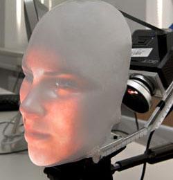 Video: Robot có khuôn mặt biểu cảm giống người
