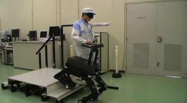 """Xem """"chó"""" robot hướng dẫn người mù đi đường"""