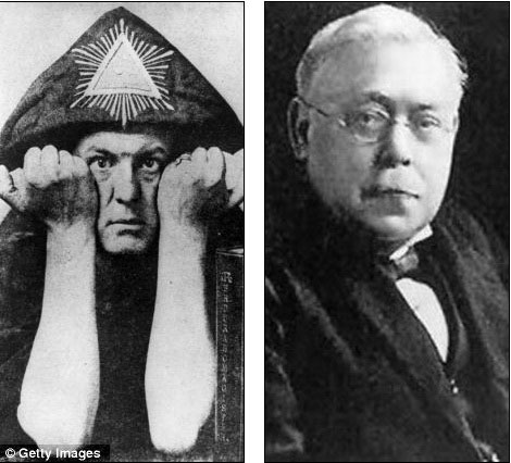 Crowley (phải) và Sir Ernest Wallis Budge - cựu nhân viên tại Bảo tàng Anh