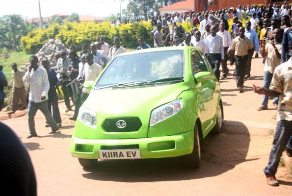 Chiếc xe chạy điện của Uganda với 2 chỗ ngồi. (Ảnh: Discovery news)