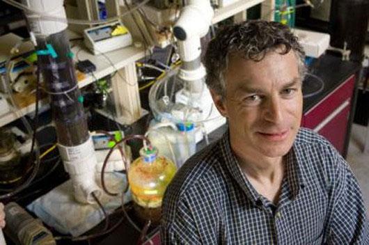 Kỹ sư môi trường Marc Deshusses, người thiết kế nhà vệ sinh kiểu mới.