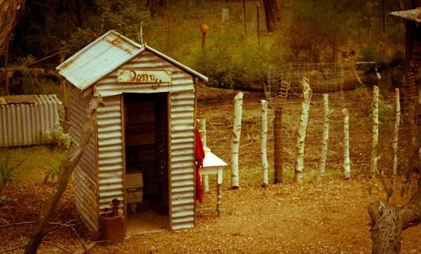 Nhà vệ sinh tự thiêu hủy mầm bệnh dành cho người nghèo.