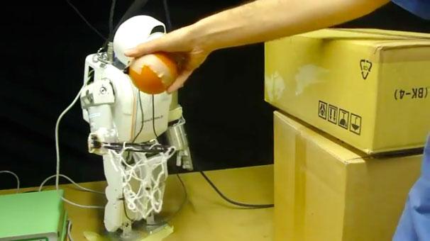 Robot điều khiển con người