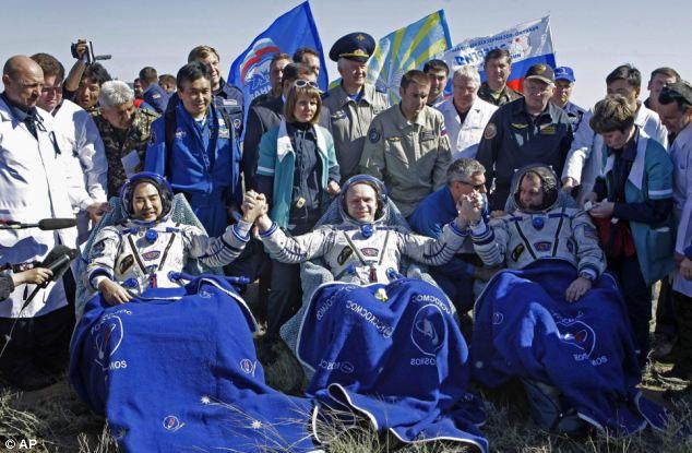 Đội bay quốc tế thứ 28 đã trở về Trái Đất an toàn