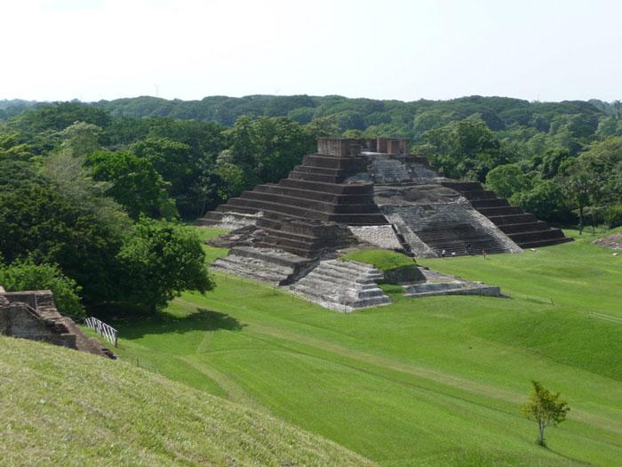 Tàn tích Comalcalco, nơi có cấu trúc đặc biệt trong số những đền thờ của người Maya