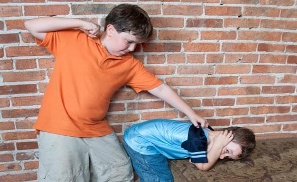 Trẻ bắt nạt bạn và nạn nhân dễ lạm dụng rượu hoặc các chất kích thích khác.