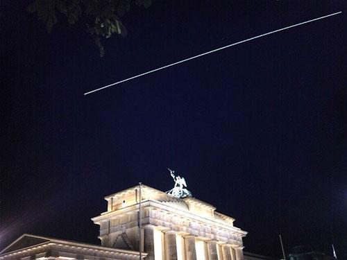 Vệt sáng dài trên bầu trời đêm chính là đường di chuyển của ISS